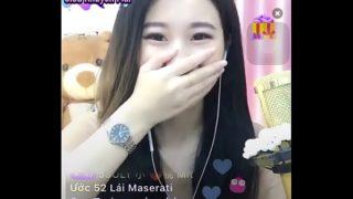 Em gái idol Uplive livestream ngực khủng
