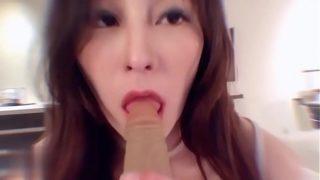 爆草发育超好的00后台湾女神级网红美女