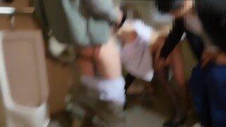 【囚禁在男厕的肉便器】全网都求的GIF原版视频_粉鲍黑丝少女锁拷男厕被多男轮操内射