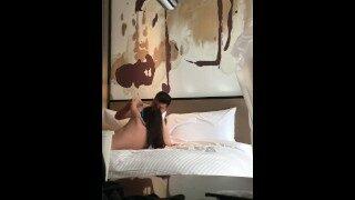 【找优质炮友:4e2.cc 国产 无码 China】宾馆拍摄狂操小女友被怀疑只能霸王强上弓