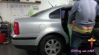 最佳剧情 中国洗车店熟女老板娘的贴心照顾 大鸡吧自慰器纹身有创意